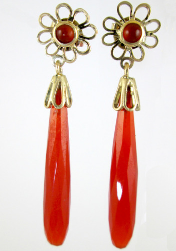 Gold and carnelian earrings