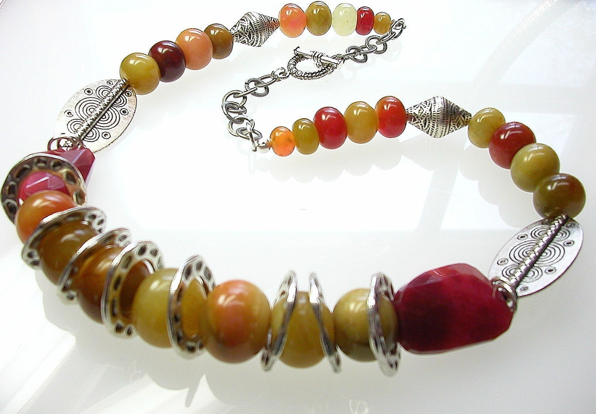 Imperial jasper and jade necklace (large view)