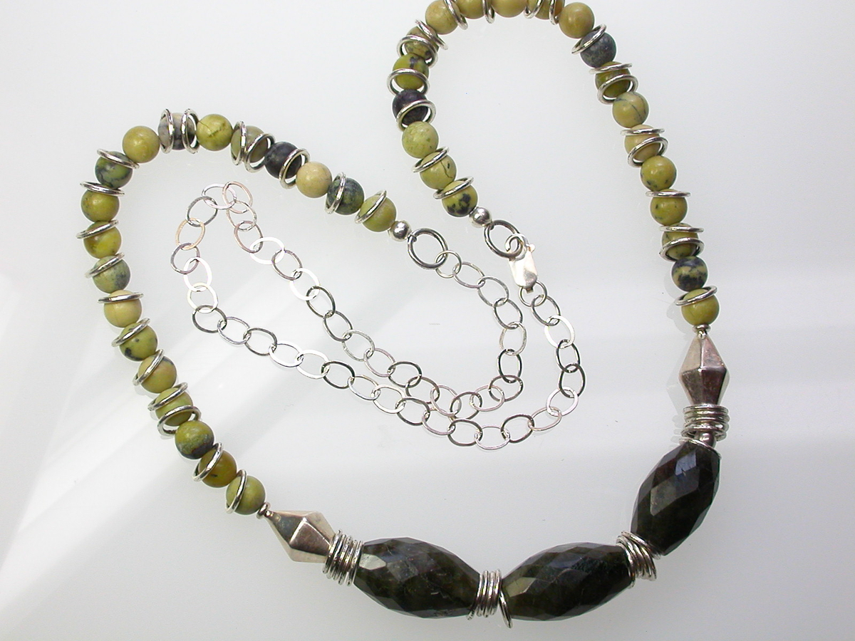 Labyrinthine Necklace (large view)