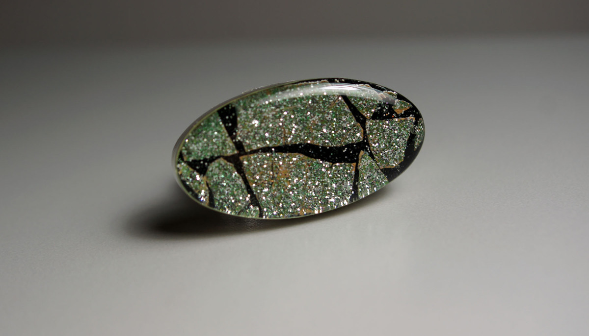 Glitter Eggshell Mosaic Ring (large view)