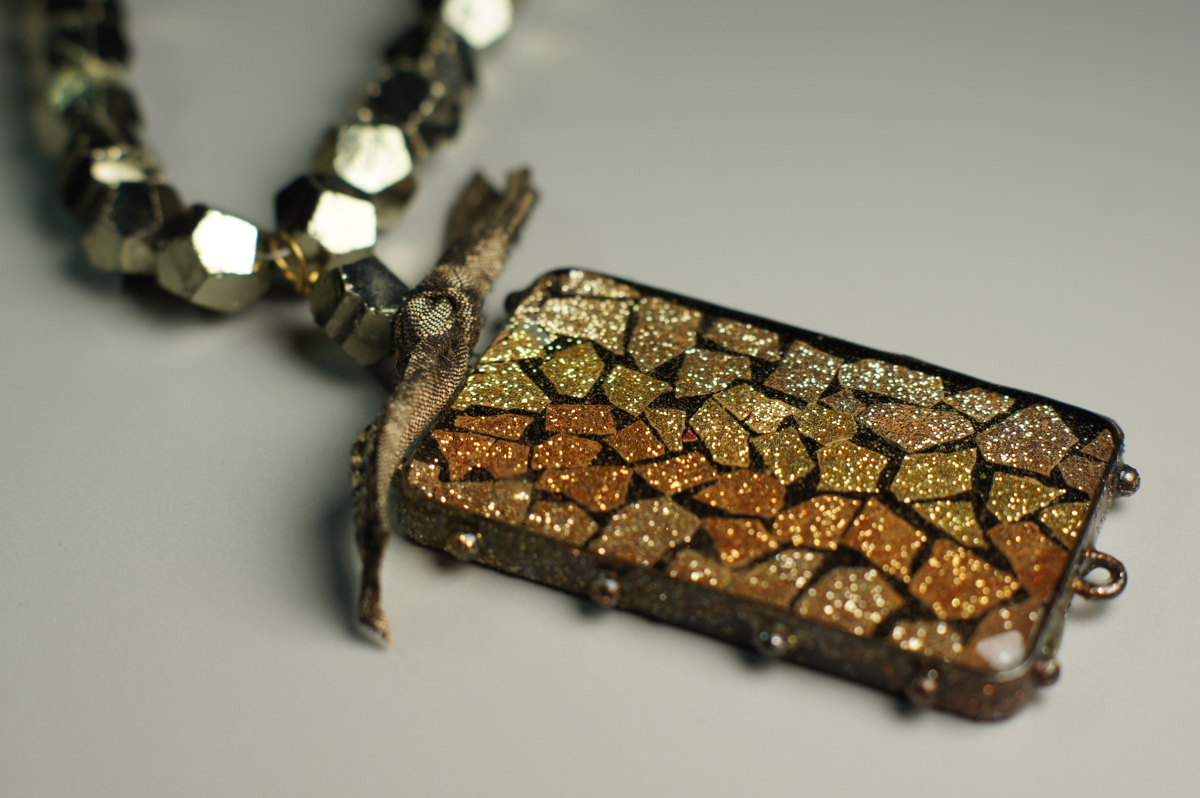 Glitter Eggshell Mosaic Necklace (large view)