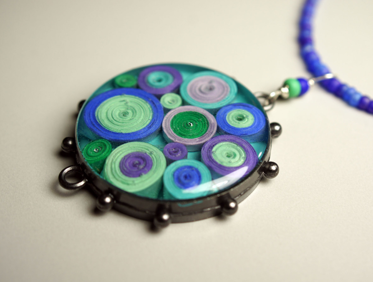 Quilled Paper Necklace (large view)