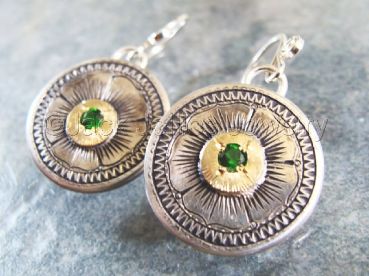 Engraved silver and gold flower earrings with Russian chrome diopside (large view)