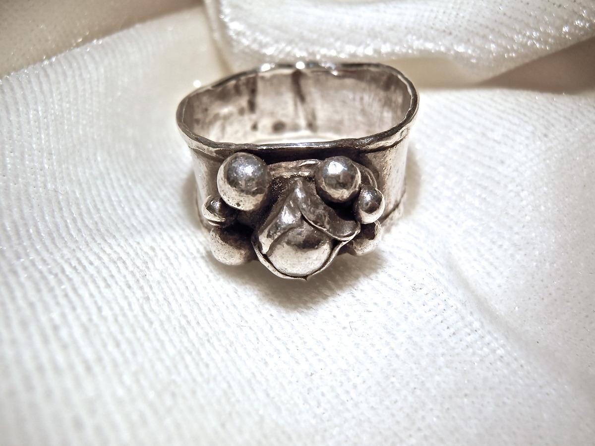 Rosebud Ring (large view)