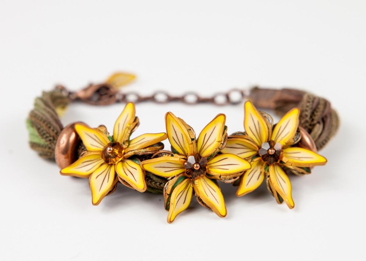 Petal Pushers Pinwheel Bracelet (large view)