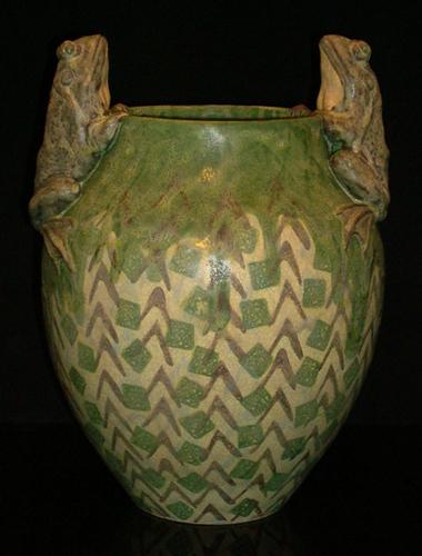 Bull Frogs Amphora