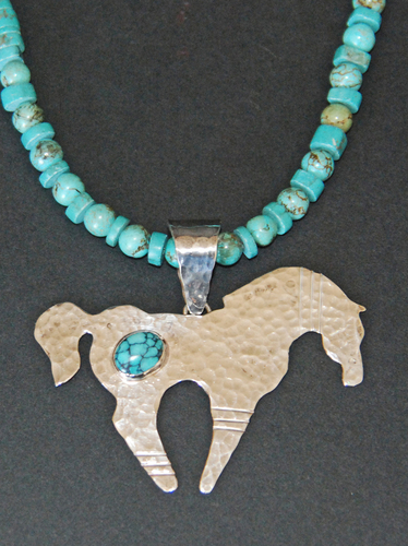 Hammered horse pendant with turquoise (large view)