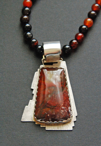 Agate pendant with agate beads (large view)