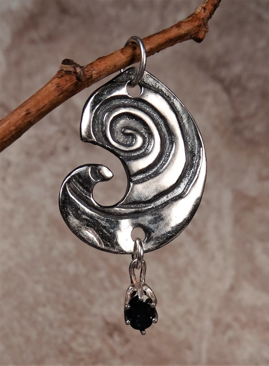 'Whirlygig' Silver and Sapphire Pendant (large view)