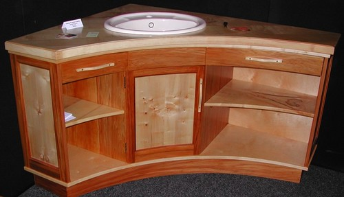 Large curved vanity (large view)