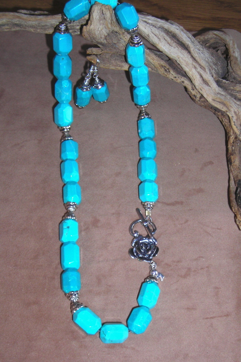 Faceted turquoise necklace set (large view)