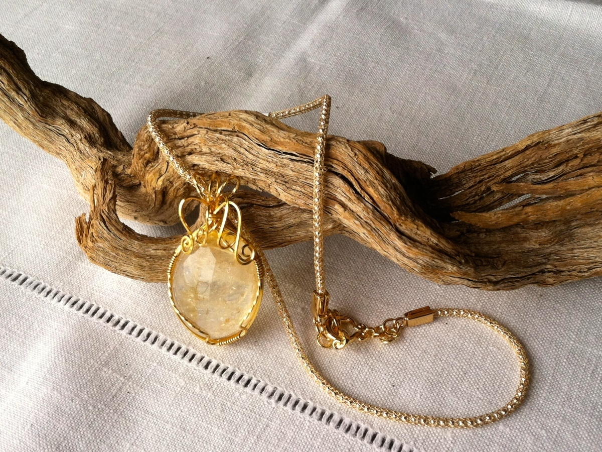 Citrine cabochon wrapped in gold (large view)