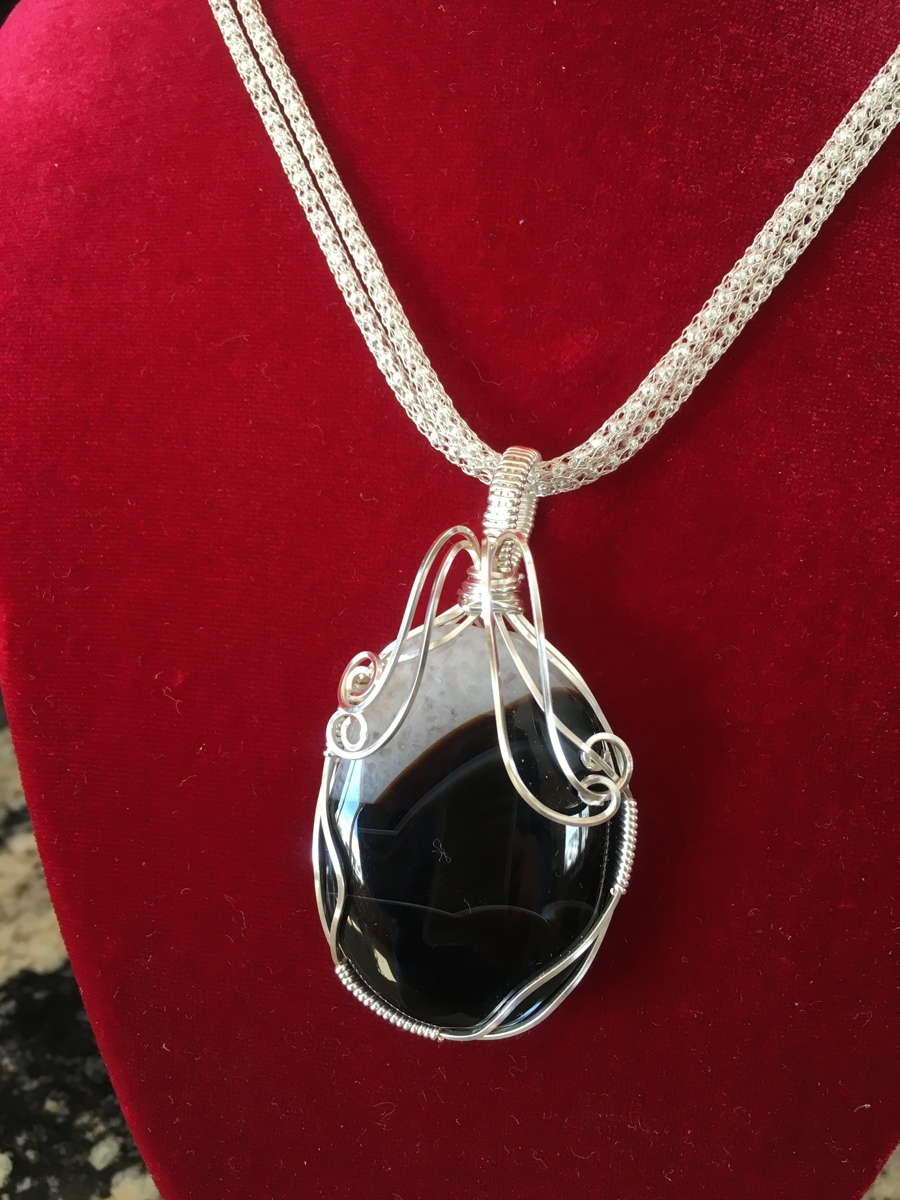 Black and white onyx (large view)