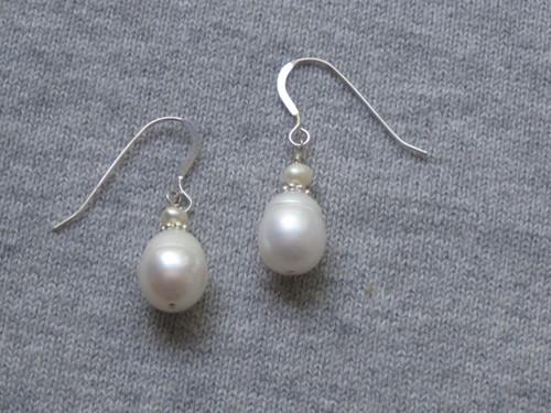 Ring pearl earrings