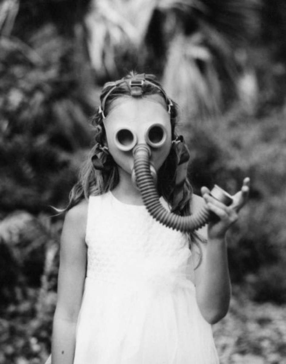 gas mask (large view)