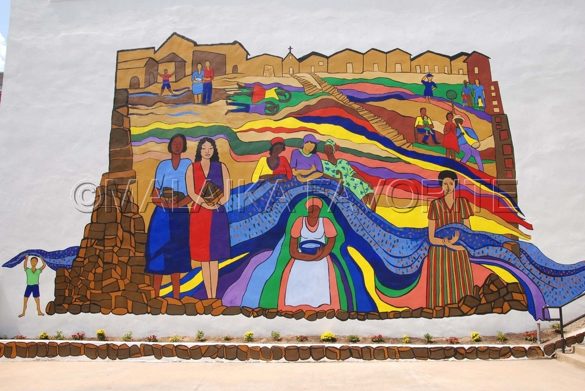 WOMEN OF BREWSTER PLACE MURAL (large view)