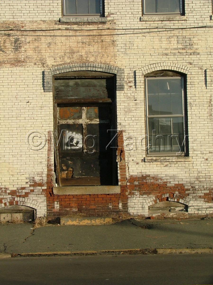 A door in Memphis. (large view)
