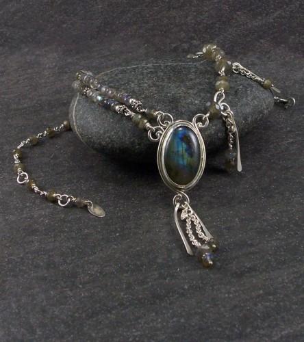 Labradorite cabochon necklace (large view)