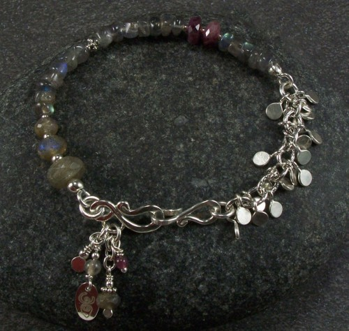 Sterling silver and labradorite bracelet (large view)
