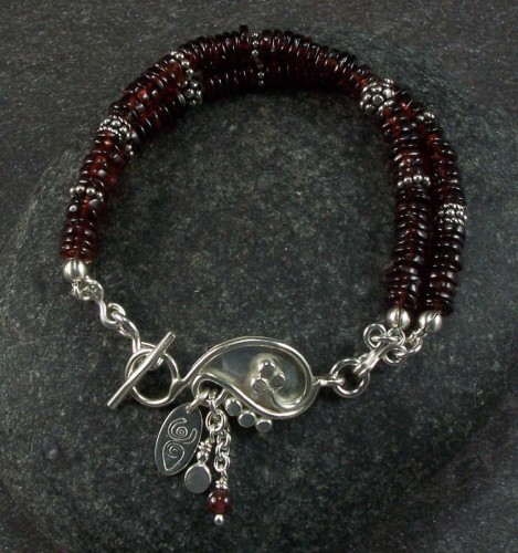 Garnet and sterling silver bracelet (large view)