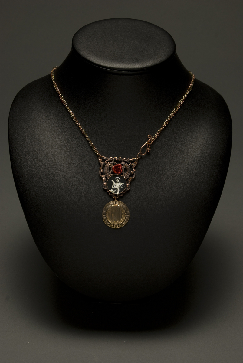 Amour Rose Necklace (large view)
