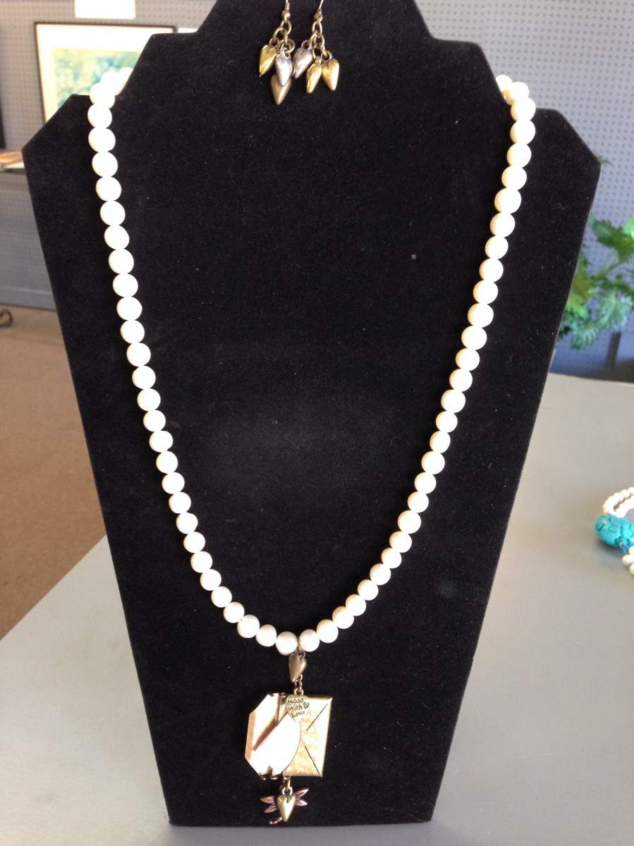 Cultured Freshwater Pearl Necklace (large view)