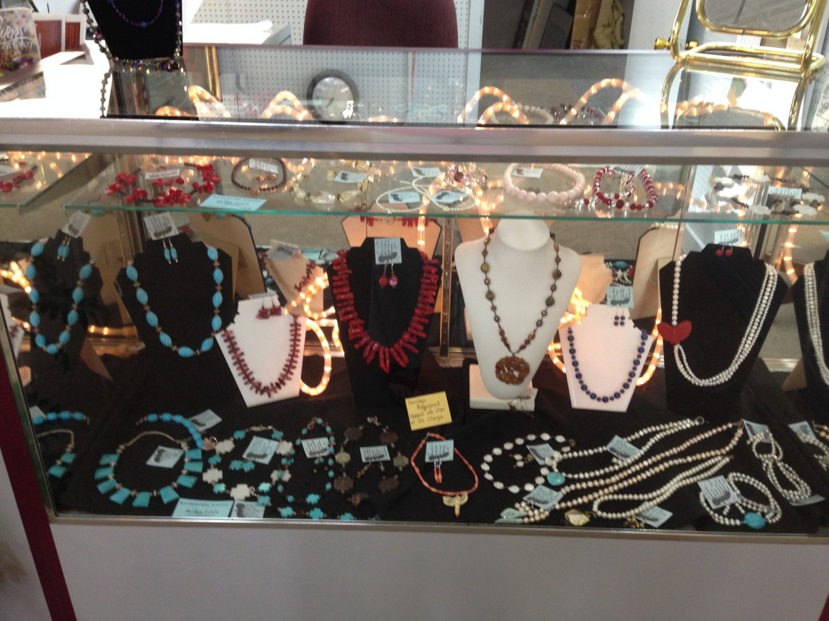 Mara Loeb's River Gallery Jewelry Display (large view)