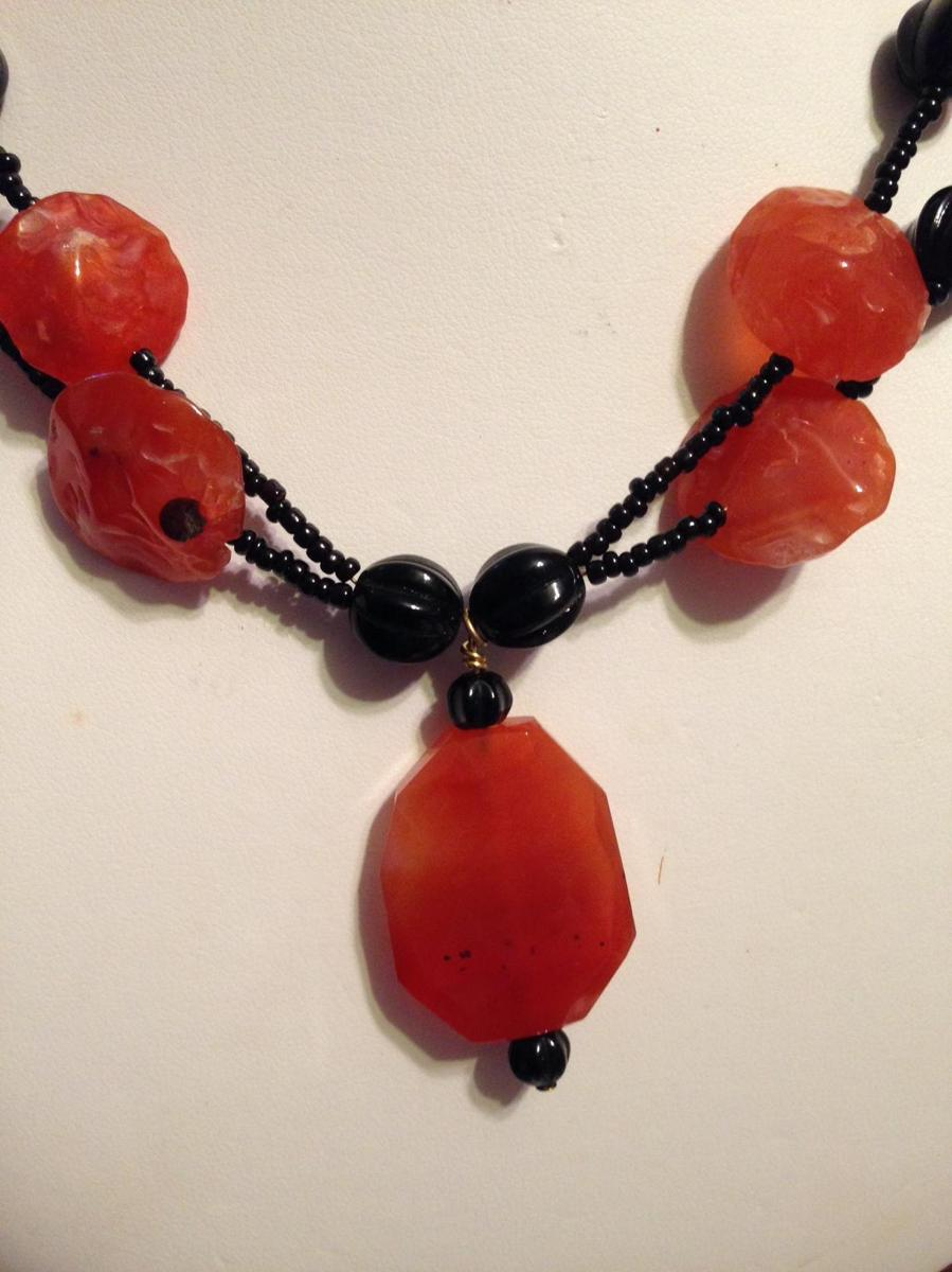 Carnelian in chipped & faceted beads (large view)