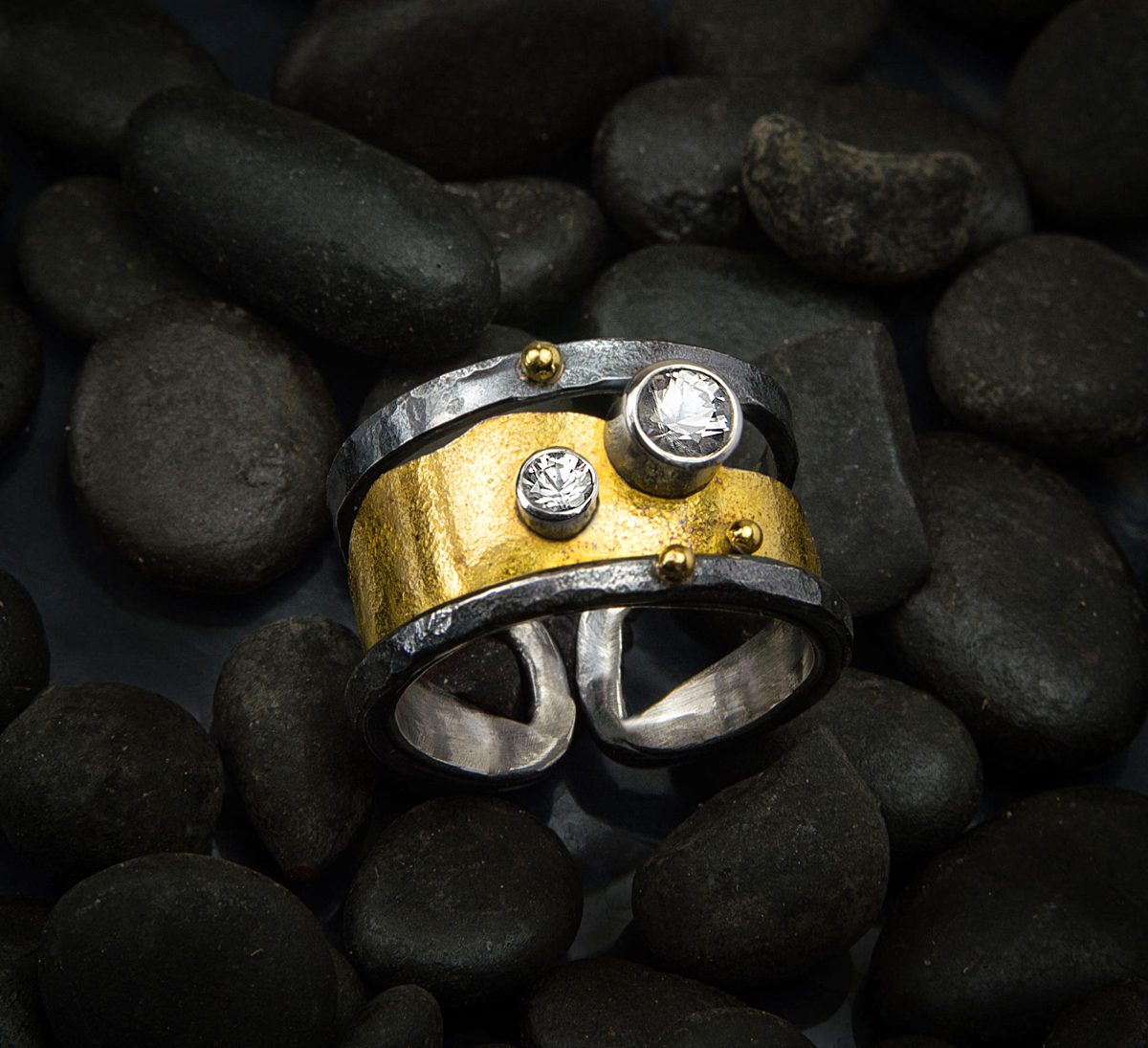 Beach pebble ring (large view)