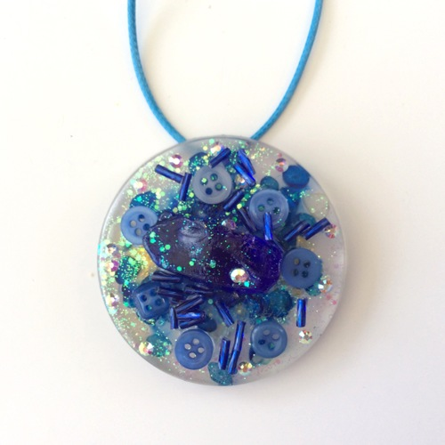 # 18 Resin Art Pendant