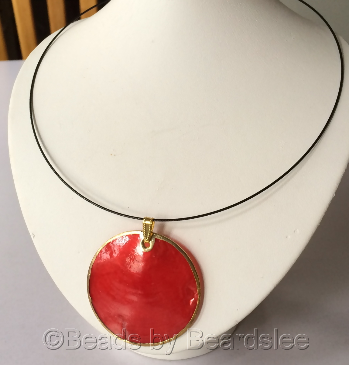 Red Mother of Pearl Necklace (large view)