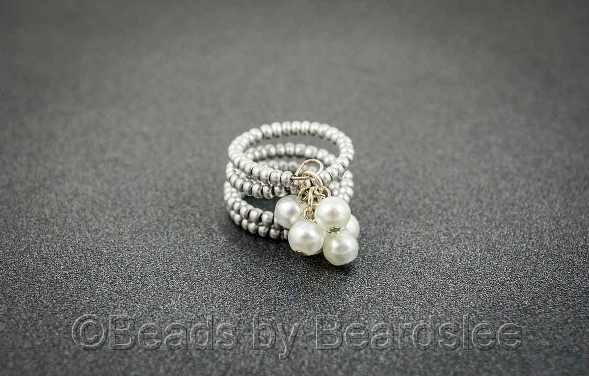Pearl Memory Wire Ring (large view)