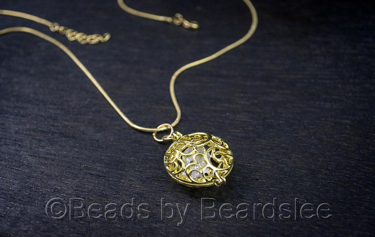 Gold Diamond Quartz Necklace (large view)