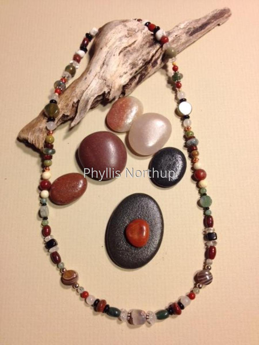 Necklace with multi color gemstones (large view)