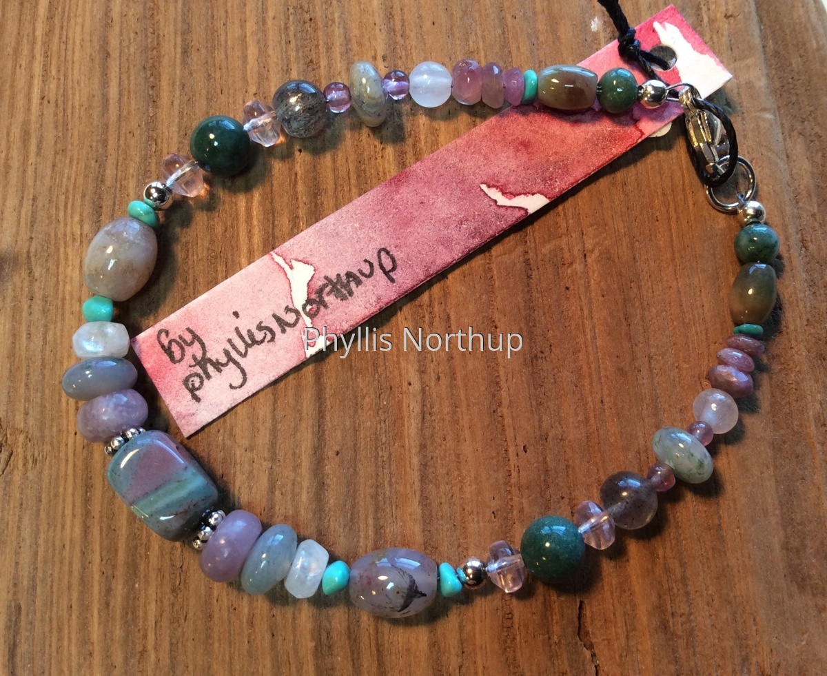 Bracelet in soft green and mauve (large view)