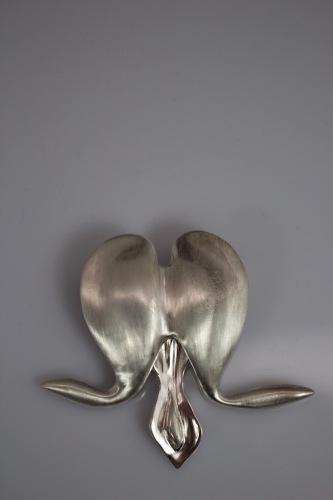 Bleeding Heart Flower Pin (large view)