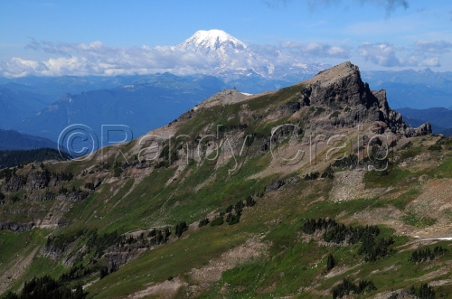 Johnson Peak & Mt Rainier_from Hawkeye Pt_7997_090813