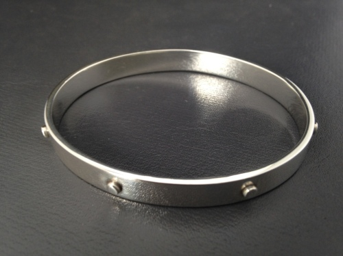 """7 Dots"" oval bangle"