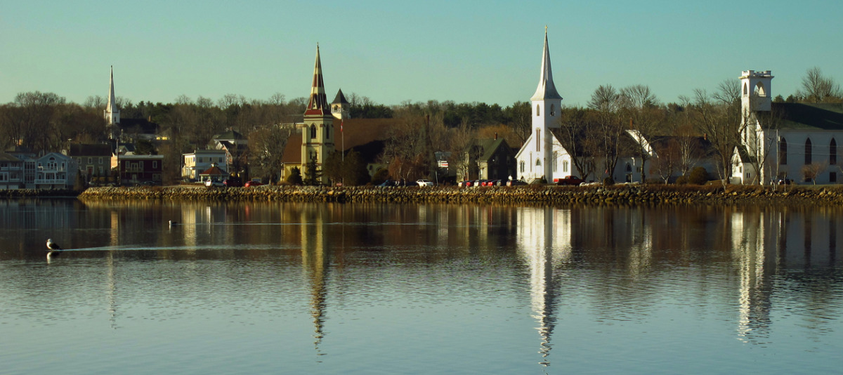 MAHONE BAY (large view)