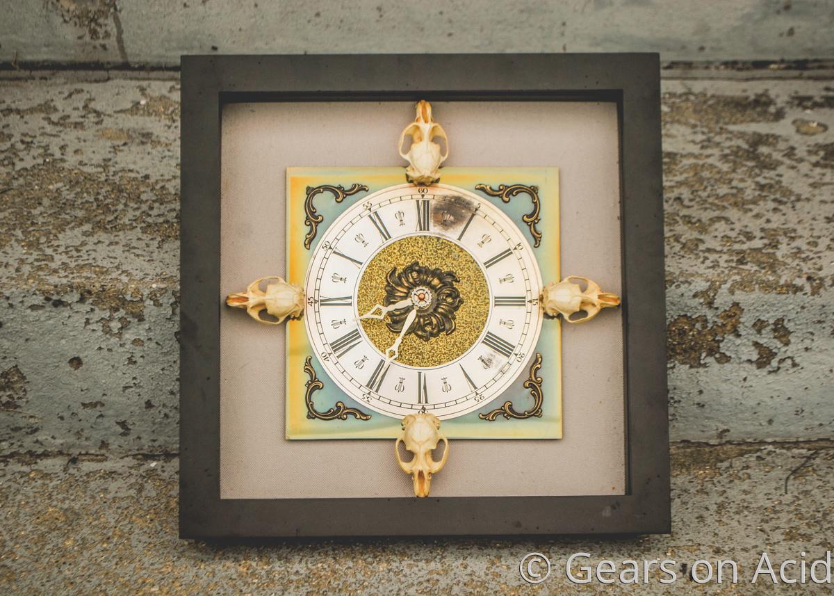 Skull Clock (large view)