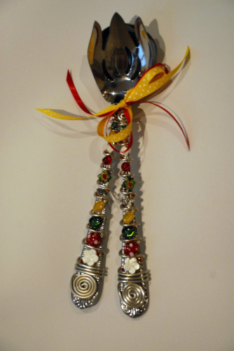 ANOTHER EXAMPLE OF A SALAD BEADED SERVING PIECE