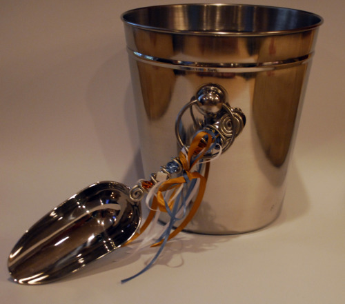 EXAMPLE OF A STAINLESS STEEL ICE BUCKET AND BEADED ICE SCOOP