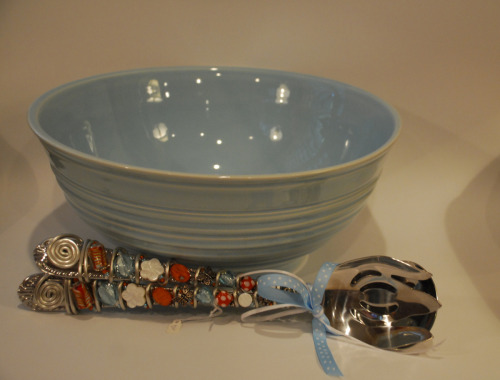 EXAMPLE OF A SALAD BOWL & GLASS BEADED SERVERS