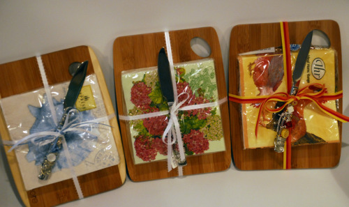EXAMPLES OF WOODEN CHEESE BOARDS WITH GLASS BEADED CHEEESE KNIVES AND MATCHING NAPKINS