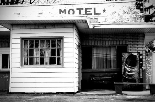 One-star motel. (large view)