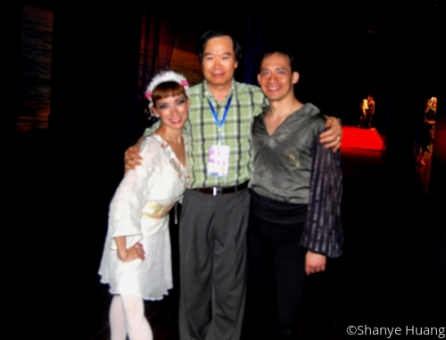 Shanye with the Dancers at Nanning International Folk Song Arts Festival (2011)  (large view)