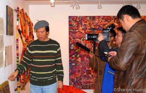 Guangxi TV team at Huang Studio  (large view)