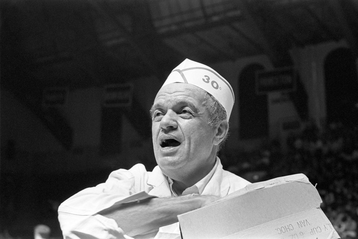 Charles Frank, The Doggie Man, at Work at the Palestra, Philadelphia, PA, January 1970 (large view)