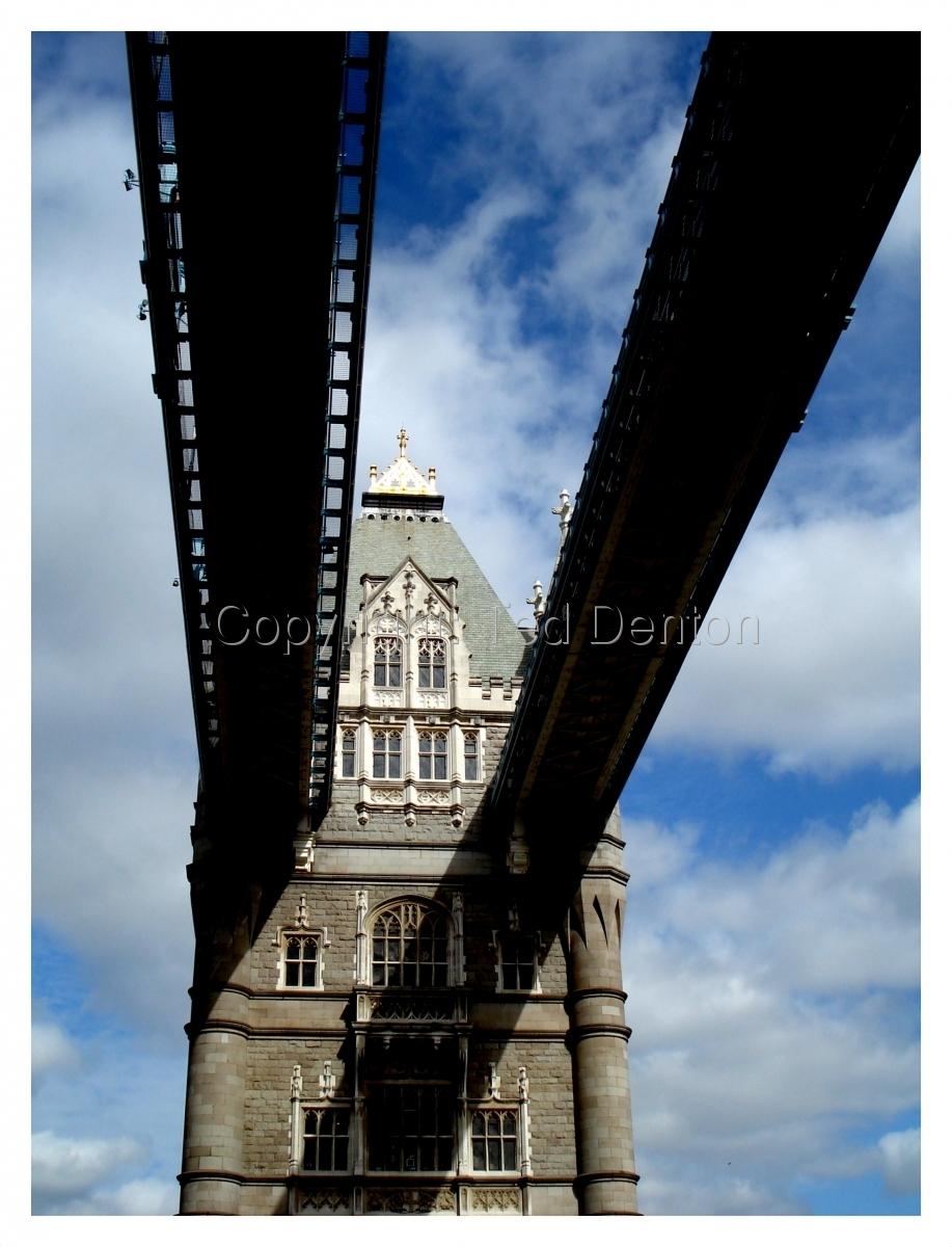Color Photograph, London, England, Tower Bridge (large view)