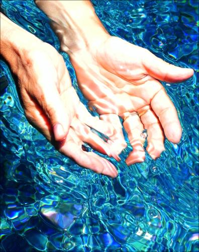 HOLDING BLUE